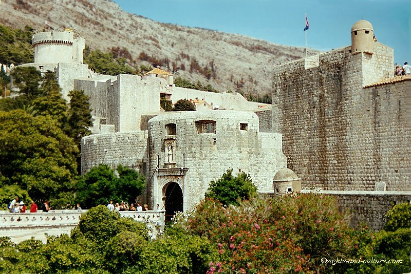 Croatia Dubrovnik town gate, vacation July 2000