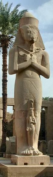 Temple of Karnak - statue of Ramses II with daughter Bintanath