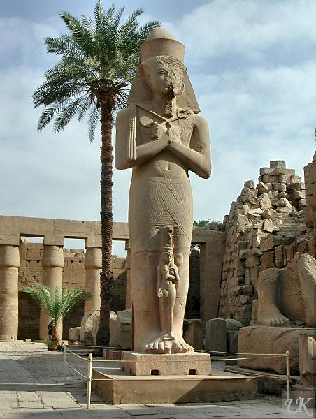 Temple of Karnak statue of Ramses II with his daughter Bintanath