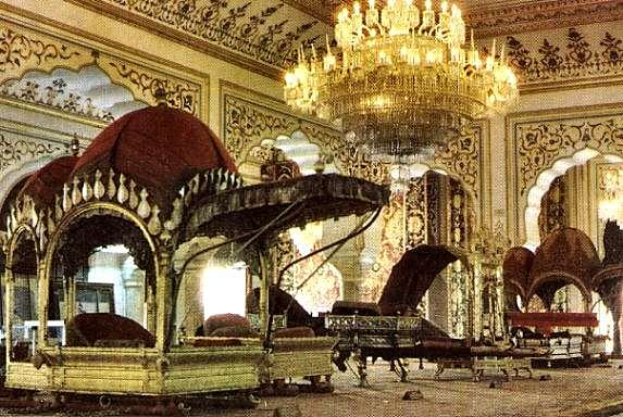 http://www.sights-and-culture.com/India-Jaipur/Jaipur-City-Palace-inside.jpg