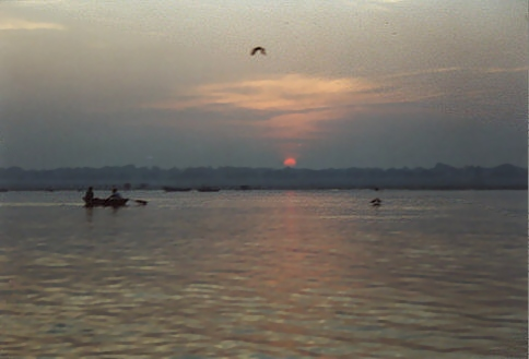 http://www.sights-and-culture.com/India-Varanasi/Sunrise-at-the-Ganges.jpg