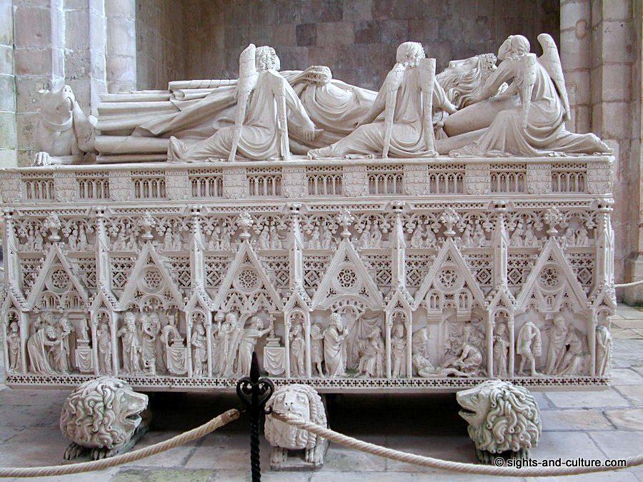 PORTUGAL DIRECTION ALCOBACA ! Alcobaca-monastery-tomb-king-Pedro-518