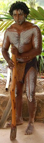 aboriginal with didgeridoo at rainforeststation